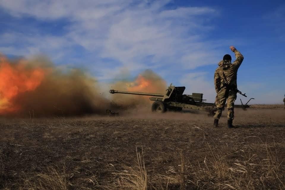 Украинская армия обстреляла Горловку в ДНР тяжелыми боеприпасами