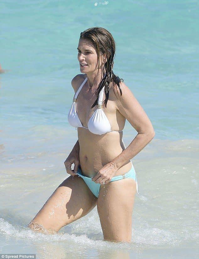 На диете: Знаменитые женщины за 50, которые выглядят великолепно даже в бикини