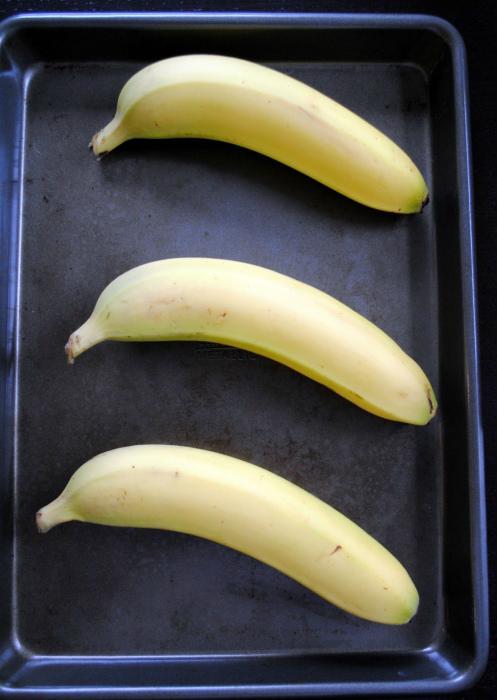 Не доспевшие бананы в духовке. | Фото: Pinterest.