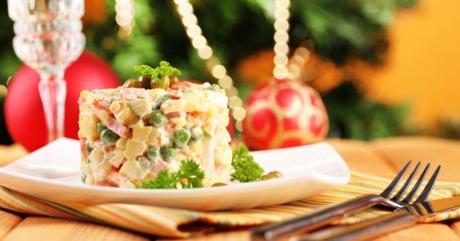 Для всех поклонников салата оливье  — 5 самых аппетитных рецептов этого кулинарного чуда!