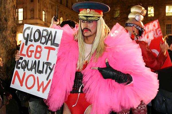ЛГБТ-пропаганда от «Медузы»: засрать россиянам мозг - вот их цель