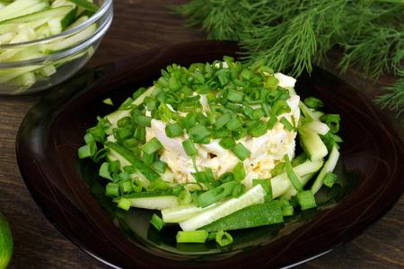 Фото к рецепту: Салат летний, овощной, с куриной грудкой