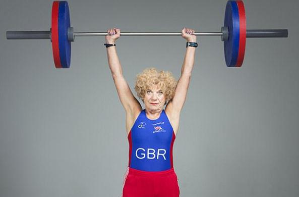 Железная бабушка: 75-летняя бабуля участвует в самых жестких соревнованиях