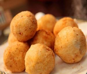 Картофельные шарики с ветчиной