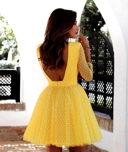 Лучшие летние образы: 20 ярких вариантов в искрящемся желтом цвете