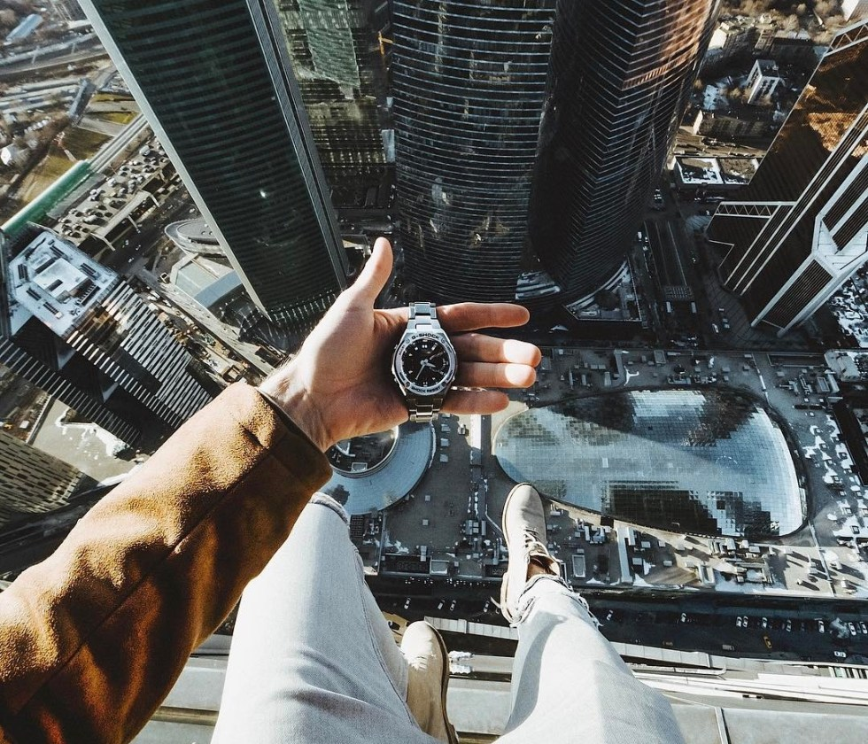 В шаге от кончины: смертельный экстрим на крыше небоскреба
