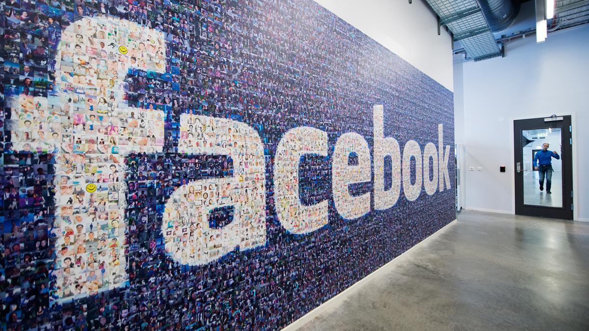 Почему Facebook открещивается от офиса в России?
