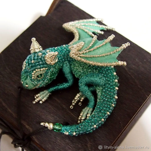 Brooches handmade. Brooch dragon 'Smaragd'. Brooch beads. Emerald Dragon. master Alena Litvin. Online shopping on My Livemaster.