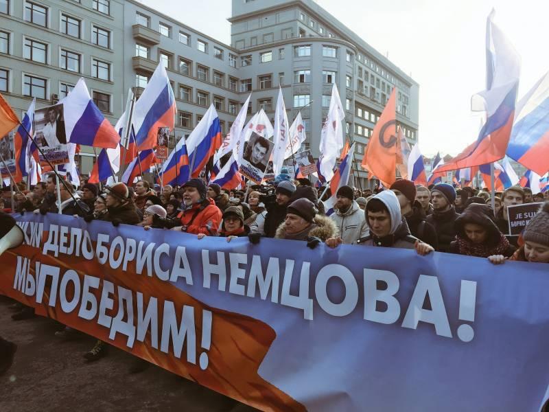 Марш памяти Немцова. Шествие скорбящих или площадка для политических неудачников?
