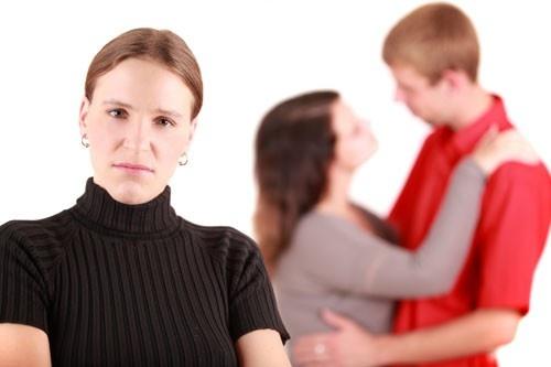 Муж изменяет... Может отомстить ему изменой?