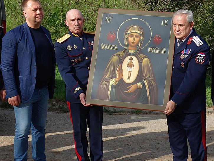 Добровольцы Донбасса доставили в Сербию особо почитаемую икону: «Россия – и ваша Родина тоже»