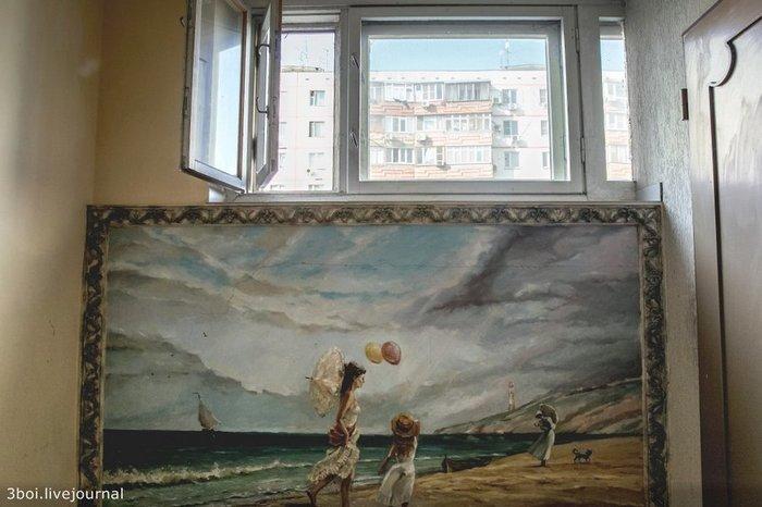 В Ростове-на-Дону в одном из спальных районов стоит неприметная девятиэтажка. Но если зайти в ее первый подъезд — вас ждет культурное потрясение