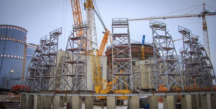 На Ленинградской АЭС-2 началась сборка гермооблицовки купола внутренней защитной оболочки блока №2