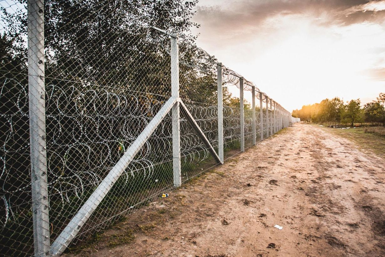 Передовой барьер: на крымско-украинской границе появилось современное заграждение