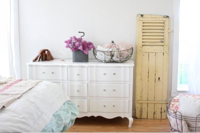 Не спешите избавляться от старой мебели. Она станет изюминкой нового интерьера при правильном подходе