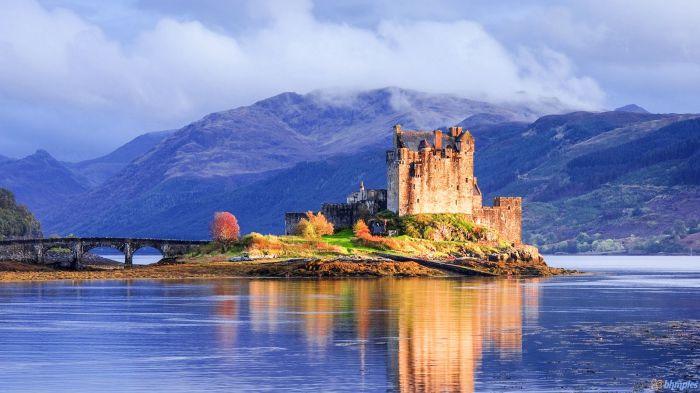 Замок на фоне шотландских гор. Донан. / Фото: handluggageonly.co.uk
