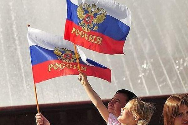 Большая часть россиян положительно оценивает политический путь своей страны