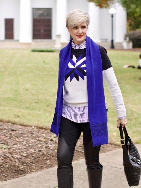 Платок и шарф в образе 50-летней женщины
