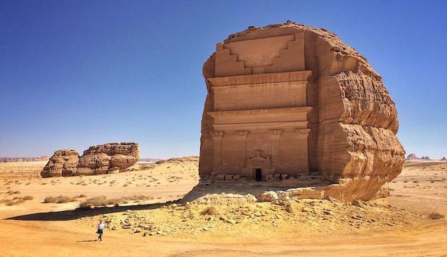 МИР МИСТИКИ. Каср аль-Фарид: одинокий замок в скале посреди пустыни