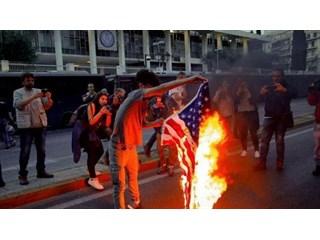 Пока Греция громко жгла флаг…