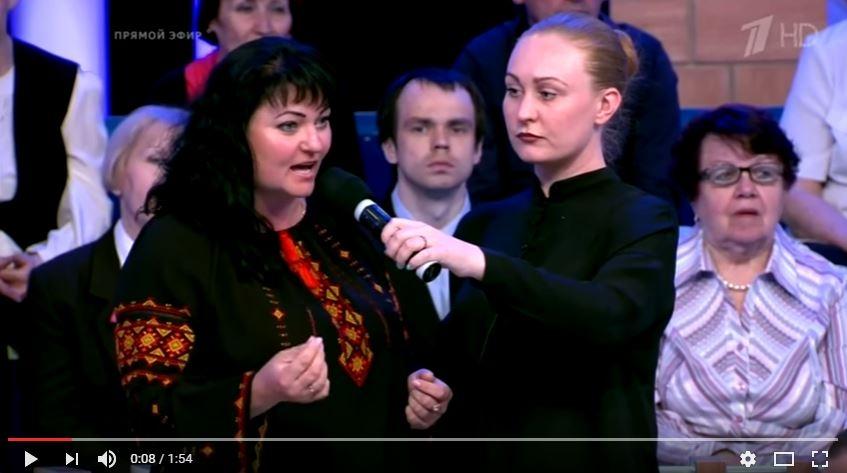 Украинка в вышиванке вызвала аплодисменты, отвечая Ковтуну и Карасёву.