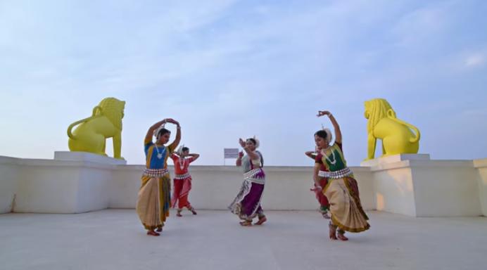 Потрясающий индийский танец под хит Эда Ширана — «Shape Of You»!