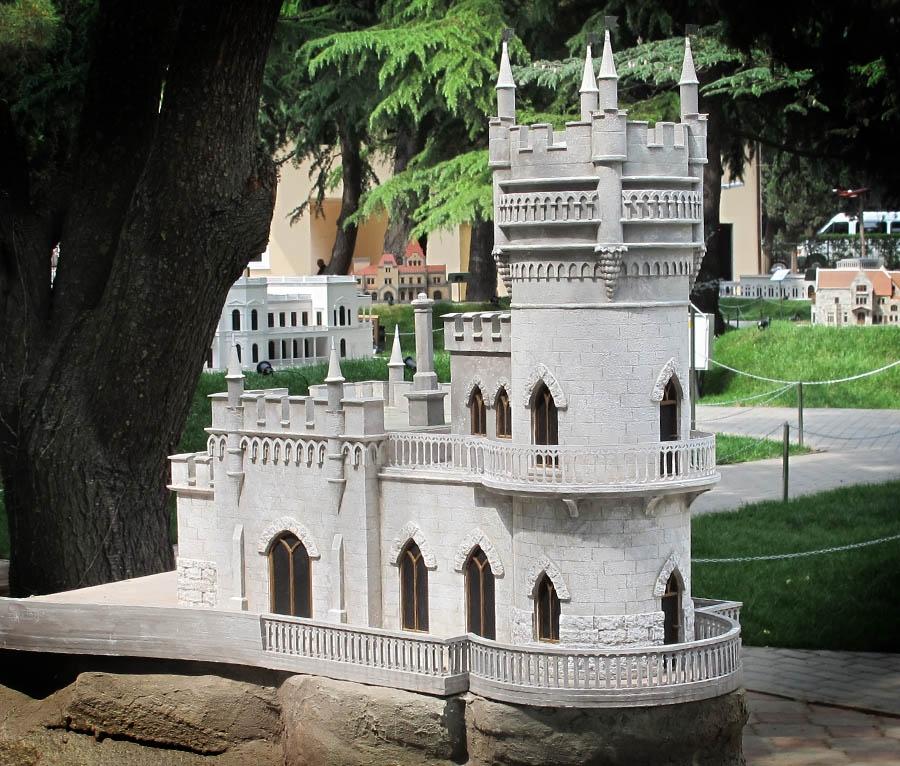 Парк в Калининграде попал под санкции из-за мини-копии крымского замка