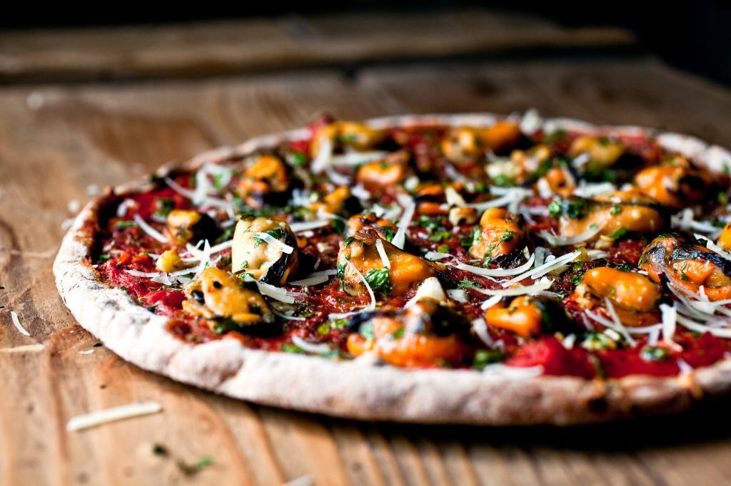 Пицца с мидиями: рецепт приг…