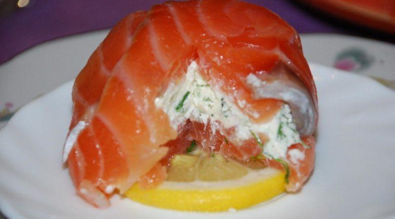 Закуска из красной рыбы с сыром Филадельфия