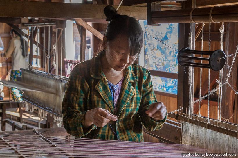 Как в Мьянме создают одни из самых редких и дорогих тканей