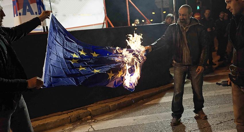 Поляки сожгли флаг ЕС в день…