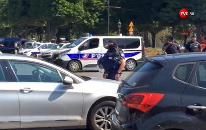 """На полицейских в Париже напал """"потенциально опасный исламист"""""""