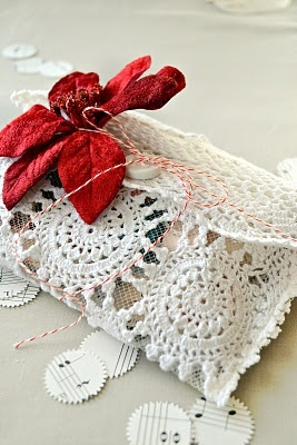 doily envelope, very pretty and easy