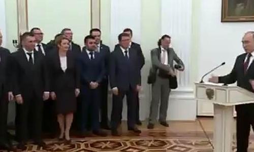 Путин призвал региональные команды уважать и любить людей
