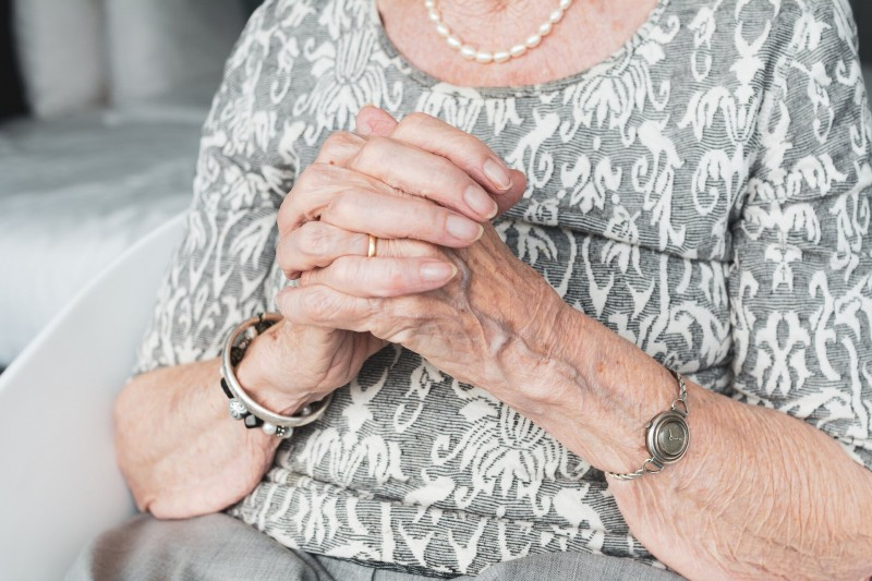 Свекровь с копеечной пенсией собралась разводиться с мужем: «Ну вы же меня не бросите!»
