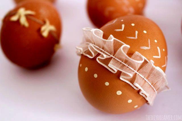 натуральные украшения пасхальных яиц