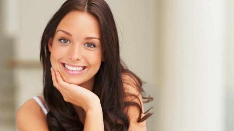 Как убрать зубной камень и отбелить зубы за 4 минуты.