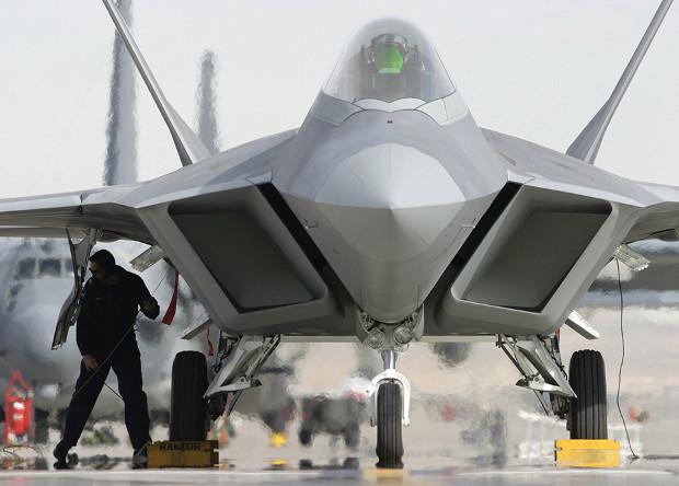 Истребители F-22 начали облезать