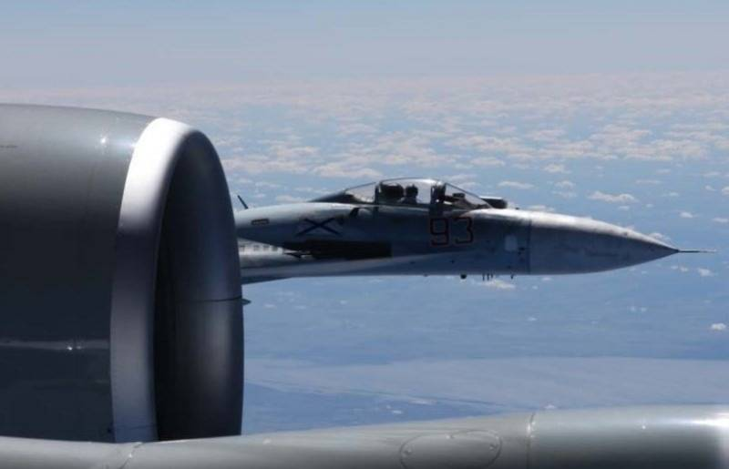 ВС США опубликовали фото опасного сближения Су-27 и RC-135