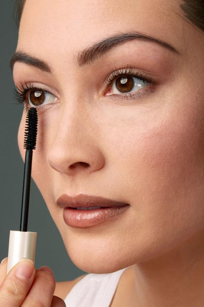 Нанесение макияжа — сложный процесс. Но есть секреты, позволяющие навести красоту качественно и быстро!