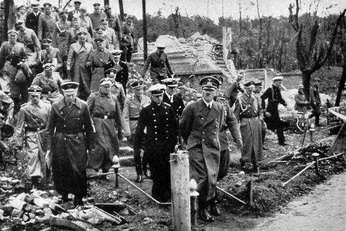 Гитлер после захвата Польши, 1939 год. /Фото:namednibook.ru