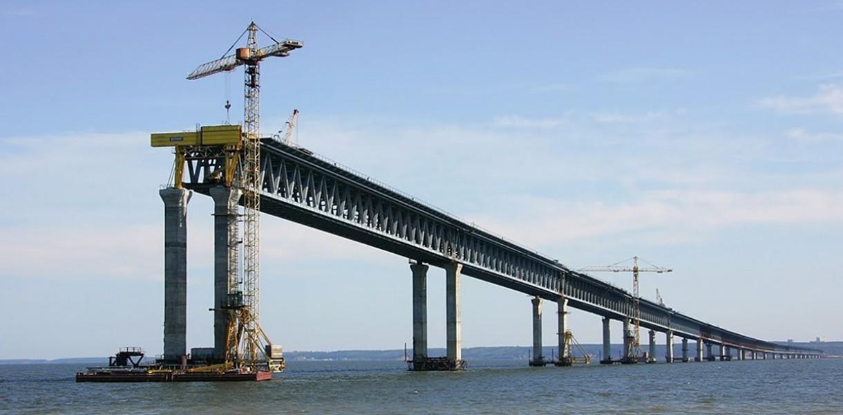 Стройка века: в сети появилось первое фото Керченского моста из космоса