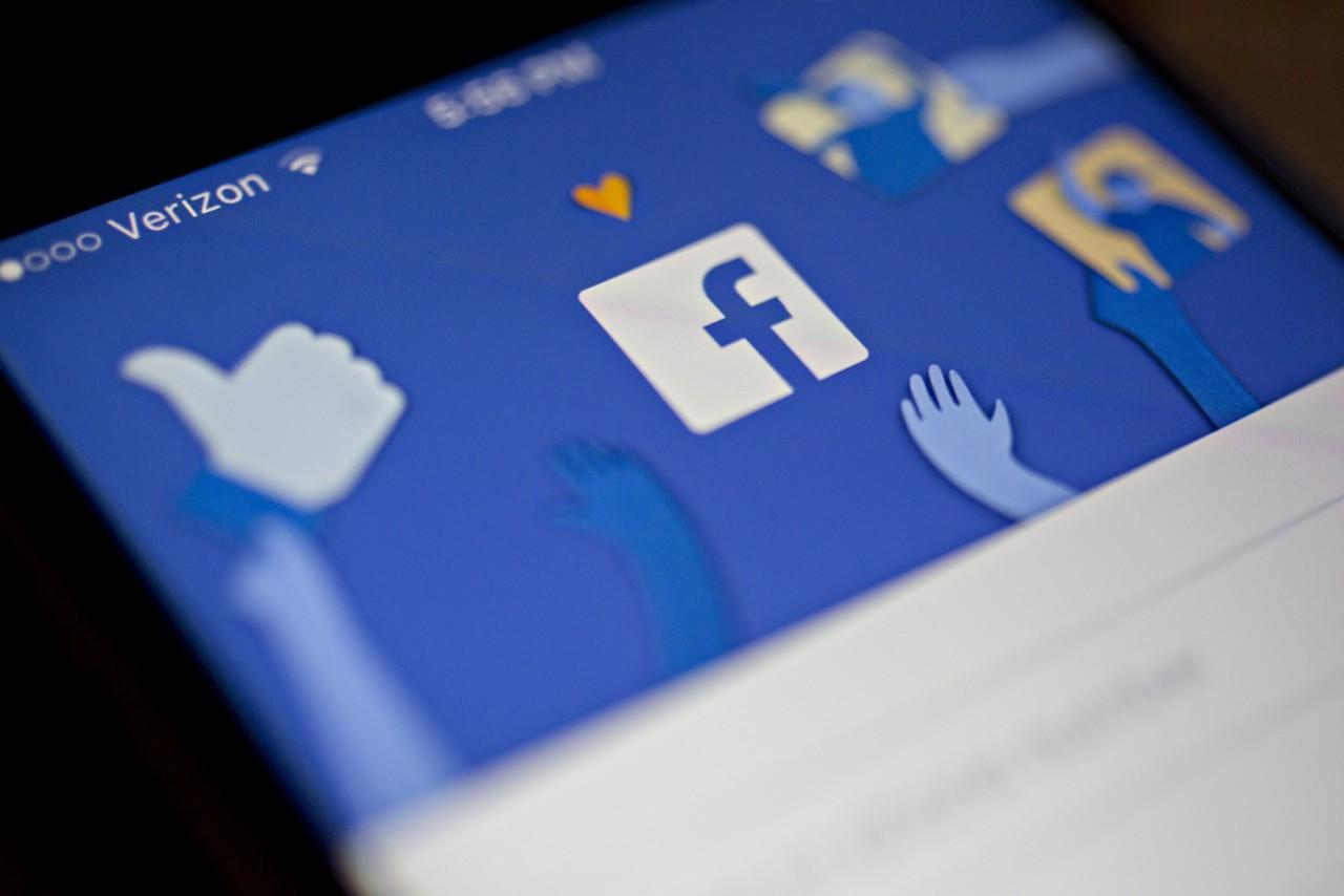 Facebook вляпался в очередной скандал: компания заказывает чернуху на неугодных