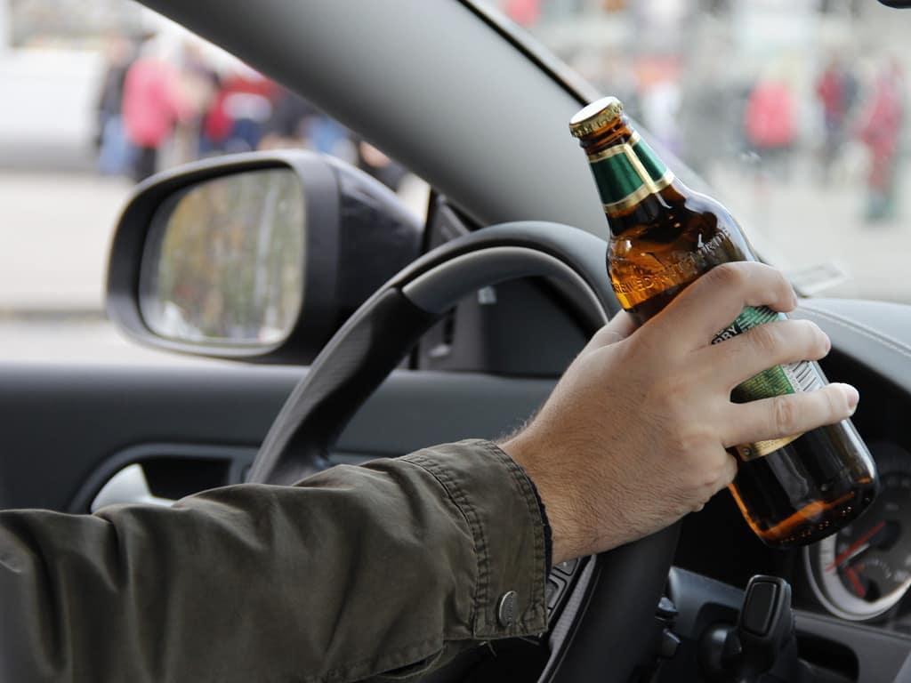 В США мужчина сел пьяным за руль и сам на себя пожаловался полицейским