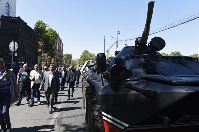 Оппозиционеры прошли маршем по центральным улицам Еревана