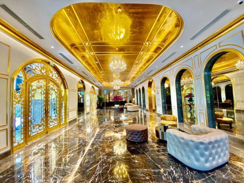 Во Вьетнаме открылся отель, покрытый чистым золотом внутри и снаружи
