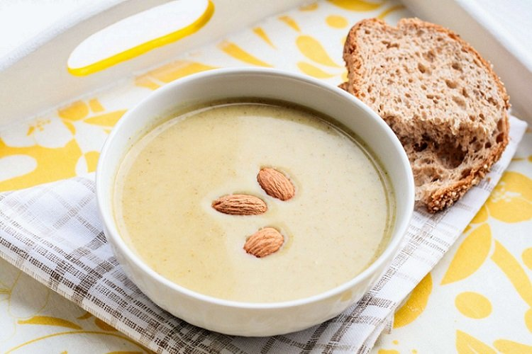 Луковый суп с миндалем