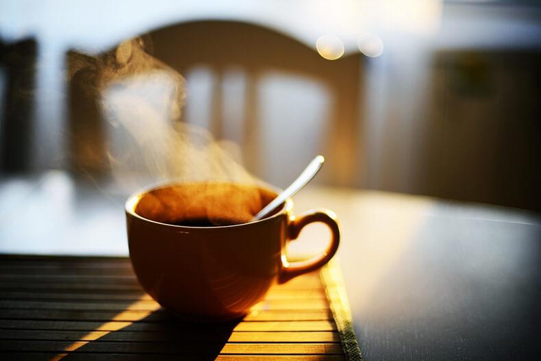 Что происходит с организмом, если пить кофе натощак утром
