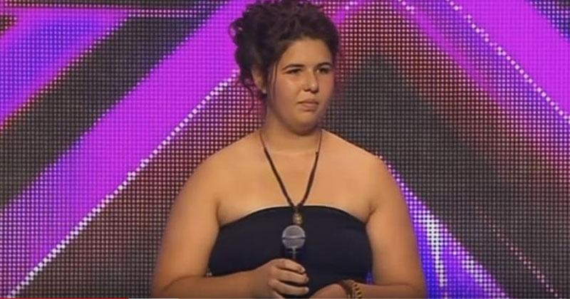 14-летняя девушка вышла на сцену и застеснялась. Жюри высмеяли ее выбор песни, но когда девушка начала петь, замерли все!