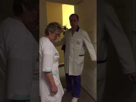 «Рот закрыли! Спокойно присели!»: в Петербурге врач попросил подождать истекающего кровью мужчину
